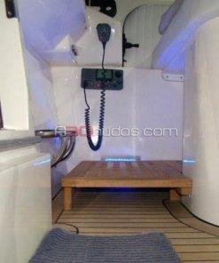 Barco dotado con radio VHF