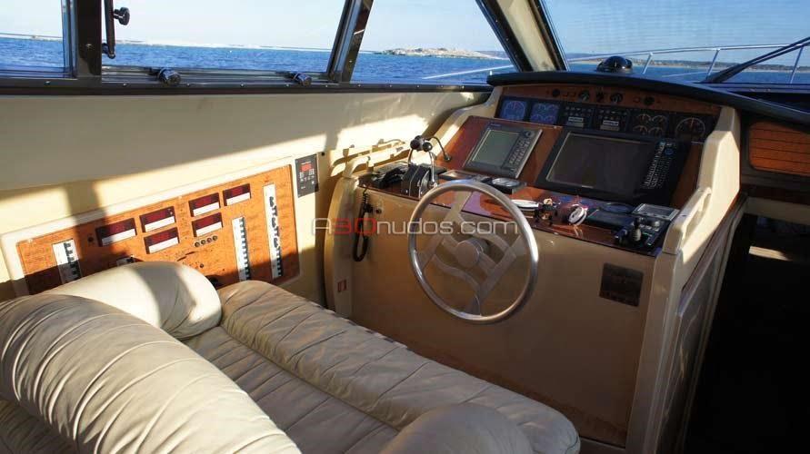 Consola del barco de alquiler Ferretti 53