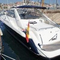 Aleta de babor del barco de alquiler en A30nudos