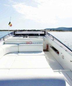 Solarium para disfrutar del sol en el barco de alquiler