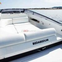 Espacioso barco de gran eslora para disfrutar de las playas de Ibiza