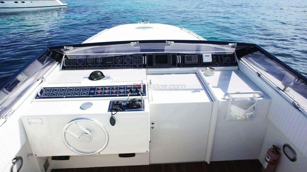 Barco ideal para tus vacaciones en Ibiza