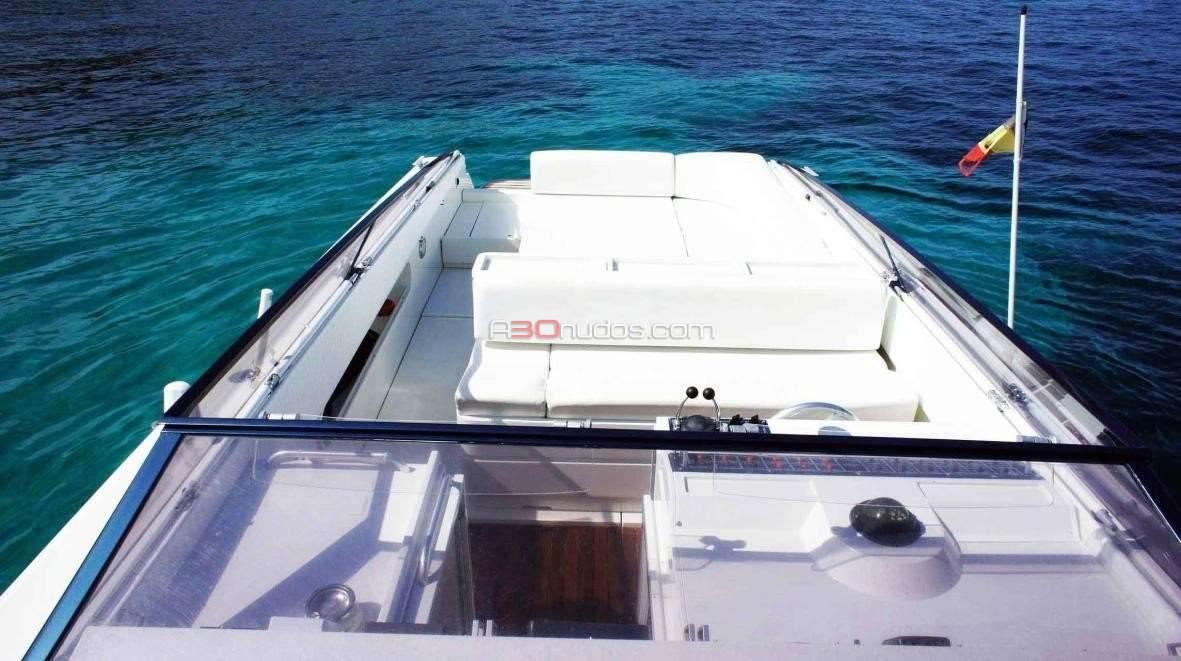 Alquiler de la Cherokee 45 en Ibiza