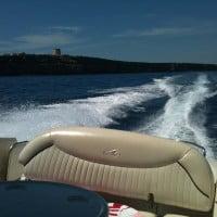 Navega alquilando uno de nuestros barcos
