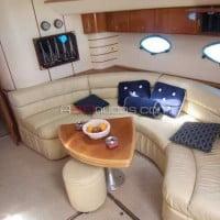 Cubierta interior del barco de alquiler de A30nudos.com