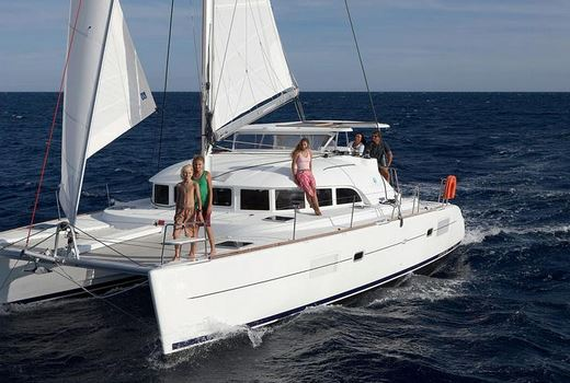 catamaran lagoon 380 sin amarre