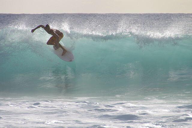surfeando-olas-ibiza