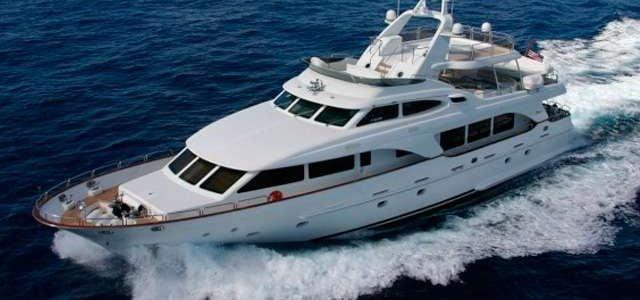 Rutas de navegación a bordo del barco de alquiler en Ibiza